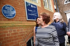 The family look at the new Blue Plaque in honour of Syd (c) Phil Mynott
