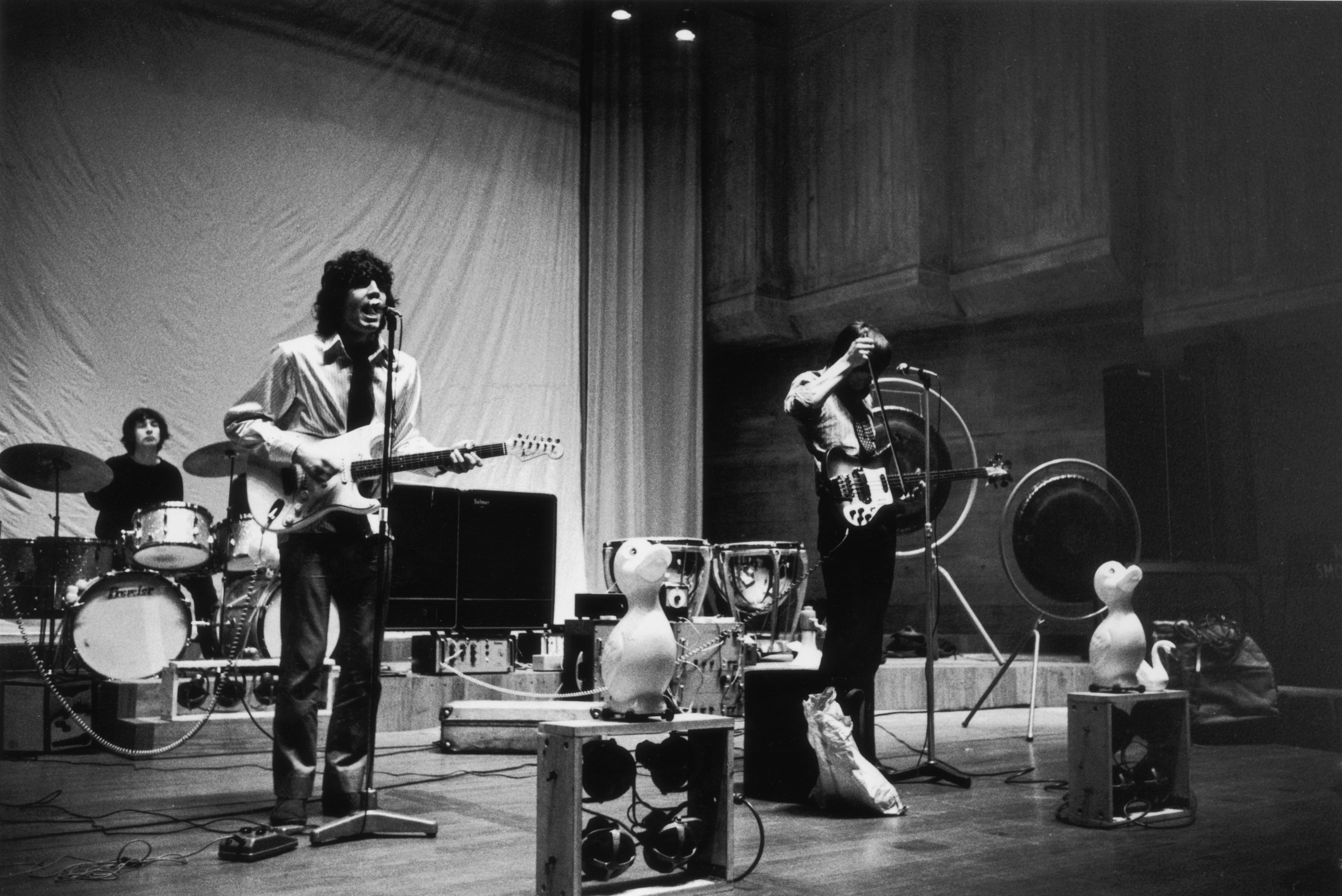 Syd Barrett Former Lead Singer Of Pink Floyd Dies Aged Sixty ...